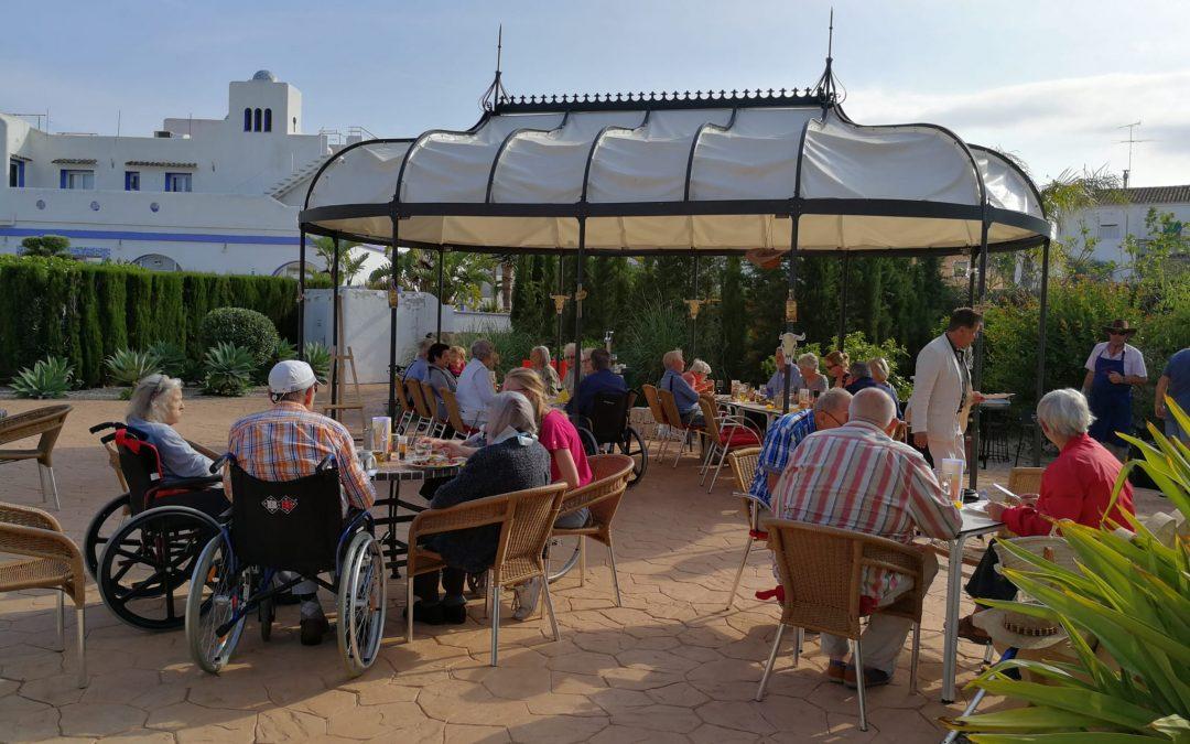 SOLVIDA dona al municipi una carpa, una taula i dos bancs