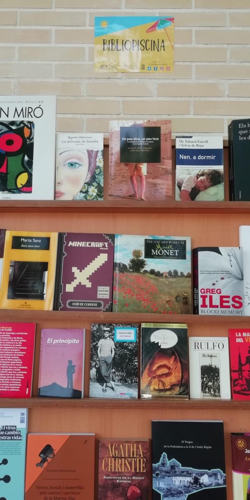 Bibliopiscina i horari de matí per a l'estiu